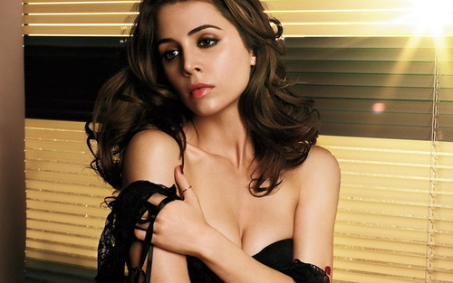 http://data.whicdn.com/images/12123023/1252048363_1440x900_eliza-dushku-so-hot_large.jpg