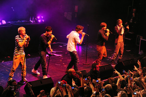 Niall+horan+liam+payne+one+direction+performs+i2orsxtmfudl_large