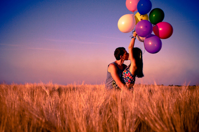 Ballons-couple-cute-kiss-sky-favim.com-110153_large