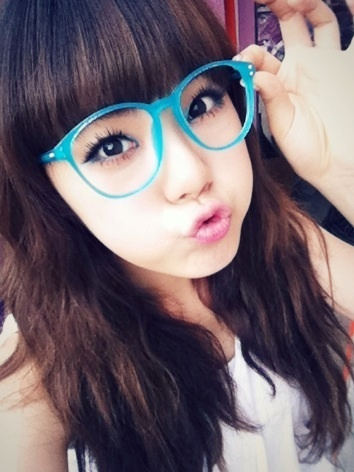 http://data.whicdn.com/images/12163701/20110719_asblue_lizzy_glasses_large.jpg