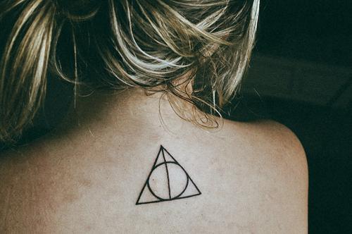 Tattoo-as-reliquias-da-morte-deathly-hallows-harry-potter-tattoo-favim.com-110467_large