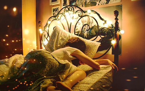Bed-bedroom-dream-dreams-girl-igottapeenow.tumblr.com-favim.com-104634_large