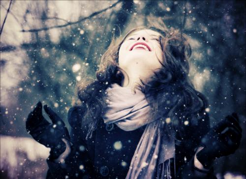 Beauty-cold-cozy-fashion-girl-happy-favim.com-91341_large_large