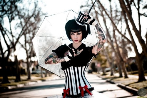 Black,and,white,corset,hat,fashion,stripes,beautiful-2395637424f8b8283bb00c9cc855633e_h_large
