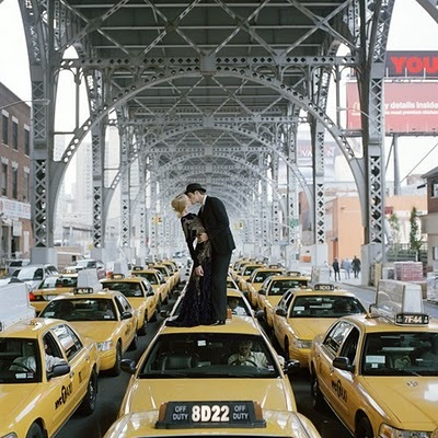 Couple,kiss,ny,taxis,traffic,ma,baby,nyc-bc6f0481ed120ee65ad58e3098fba2a4_h_large