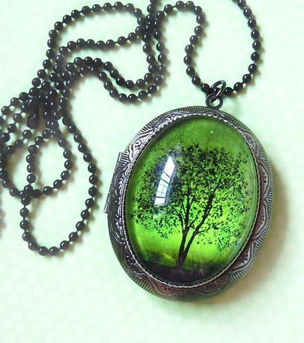Jewelry,locket,necklace,pendant,tree,of,life-8b998631989148f873ac04be0f988f85_h_large