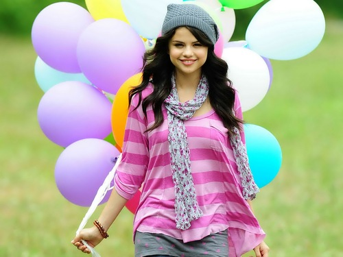 The-best-top-desktop-selena-gomez-wallpapers-selena-gomez-wallpaper-hd-17_large