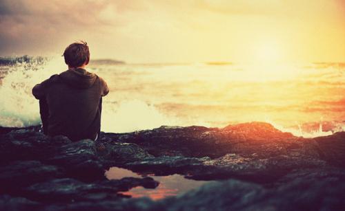 Alone-boy-ocean-sunrise-favim.com-112915_large