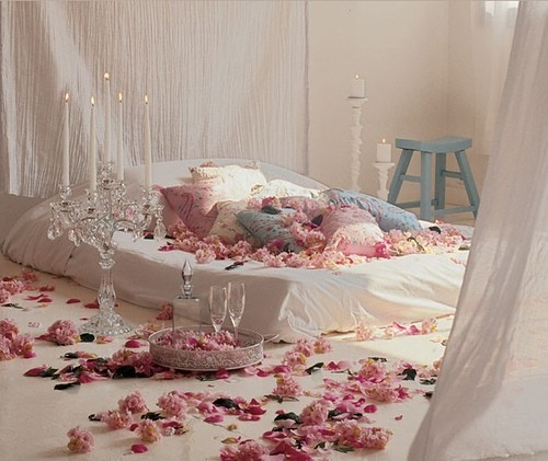 Cute,artistic,bed,bed,room,simple,interior-9a53bf67ee2b25861d4bda5419aff7c3_h_large