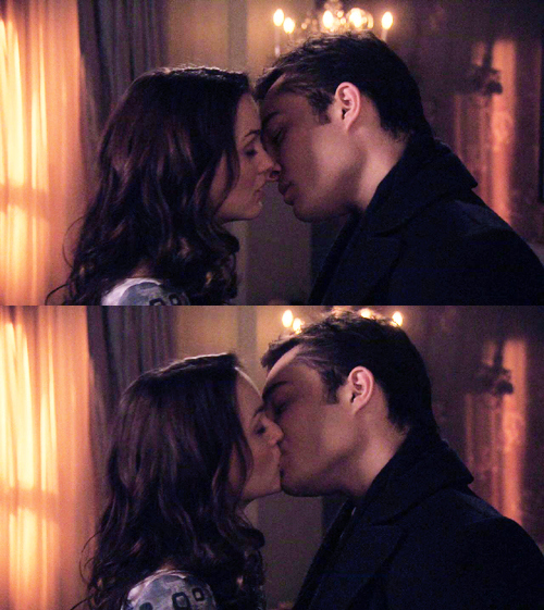 I can't live in a world where you don't exist♥  Blair-waldorf-bluck-chair-chuck-bass-ed-westwick-gossip-girl-Favim.com-64929_large