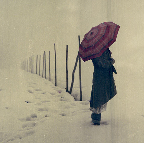 Alone-emo-girl-snow-umbrella-favim.com-94672_large