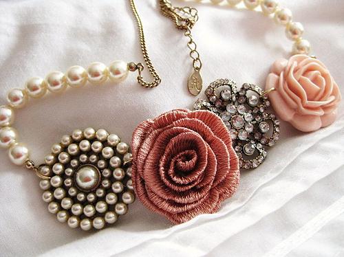 أخافك تواعدني توفي الميعاد necklace-pearls-pink