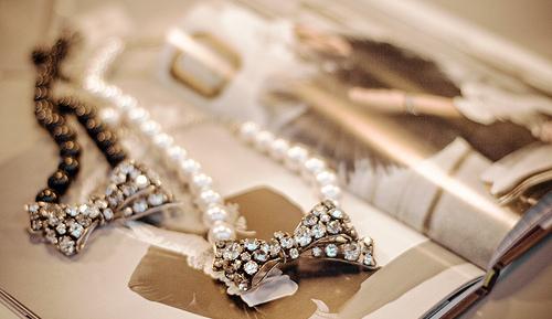 اكسسورات دلع للصبايا،اروع الاكسسورات،اكسسورات بنات bows-fashion-jewellery-magazine-necklace-pearls-Favim.com-50853_large.jpg?1311785864