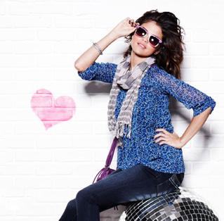 Selena_gomez_1311019654_large