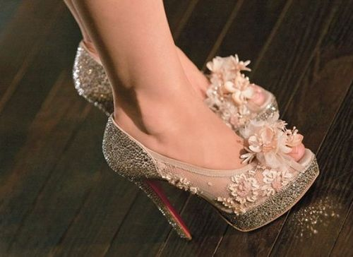Christian-louboutin-shoes-burlesque_3_large