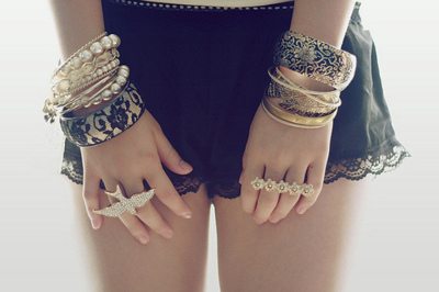 Arms-bangles-bracelets-girl-hands-favim.com-118114_large