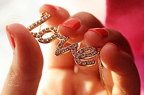 Cute-fashion-girl-love-nails-favim.com-118651_large