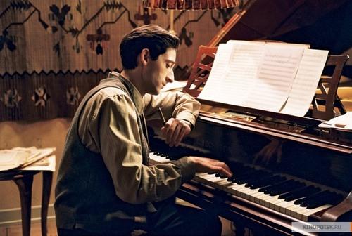 Kinopoisk.ru-pianist_2c-the-17629_large
