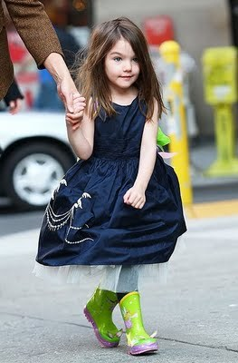 Cdn.blogcorazon.com.files.2010.04.suri-cruise-botas_large