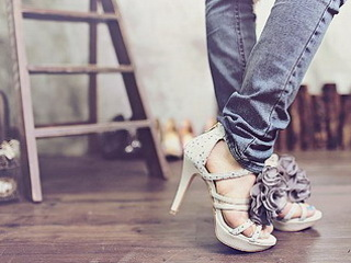 Download Shoeees wallpapers to your cell phone - fashion shoes ...