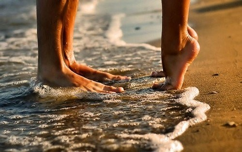 Couple,beach,kiss,love,harry,feet-81922e896c0e3540d9ab752dd67b53f8_h_large