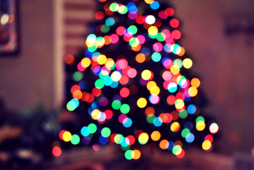 Bokeh-christmas-christmas-tree-december-holiday-lights-favim.com-97954_large