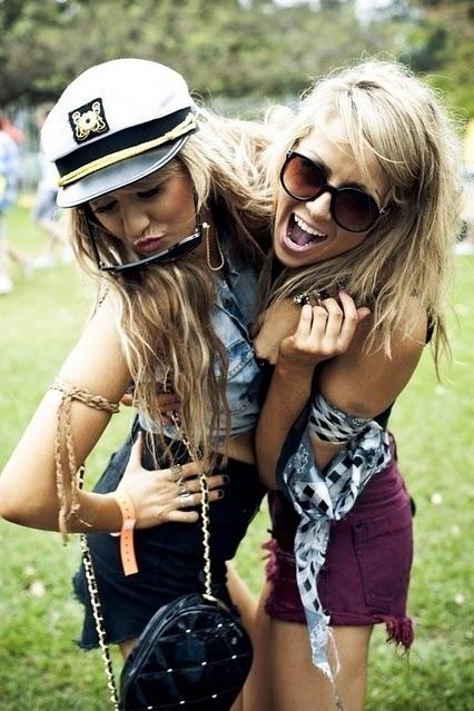 Blonde-girl-girlfriends-girls-girls-kissing-favim.com-112129_large