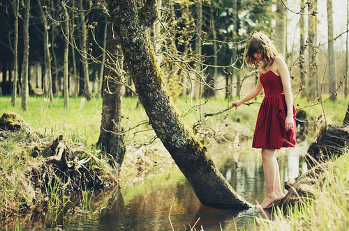 Alone-dress-forest-girl-green-favim.com-126287_large