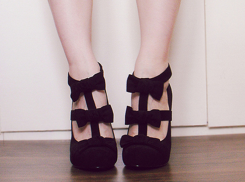 http://data.whicdn.com/images/13646288/black-cute-fashion-girl-heels-Favim.com-126008_large.jpg