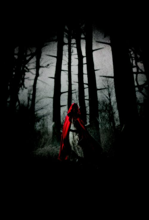 2011_red_riding_hood_key_art_002_large