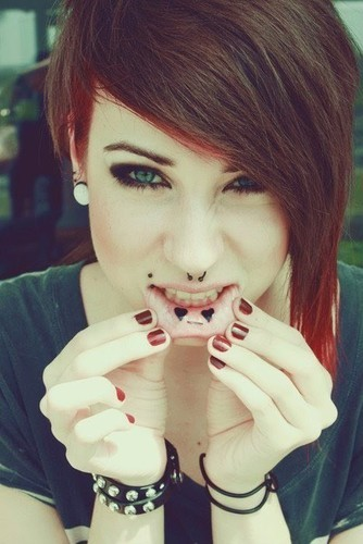 Face%25252cgirl%25252chardcore%25252c%25252cpiercings%25252ccool%25252chair%25252ceyelashes-182530adff567926cbab36ae50f011fa_h_large