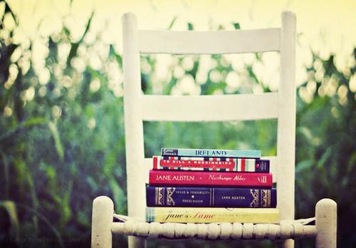 Cadeira-com-livros_large