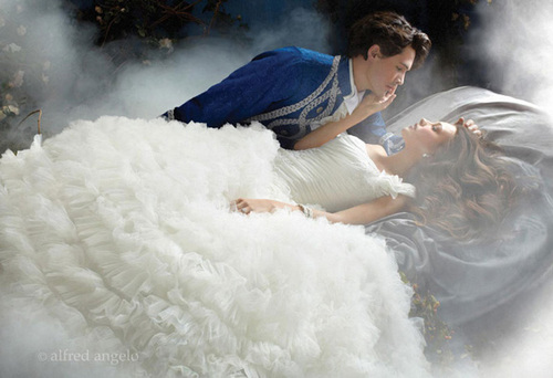 Fairy-tale-wedding-ideas-with-disney-inspired-bridal-gowns-03_large