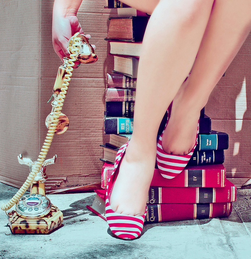 Book-photography-reading-red-shoes-favim.com-130004_large