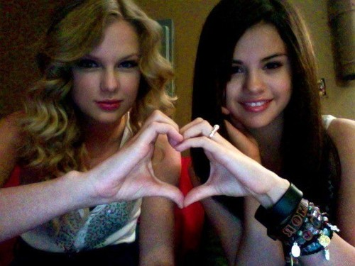 Taylor-swift-and-selena-gomez-peace-pop-picks-14924861-600-450_large