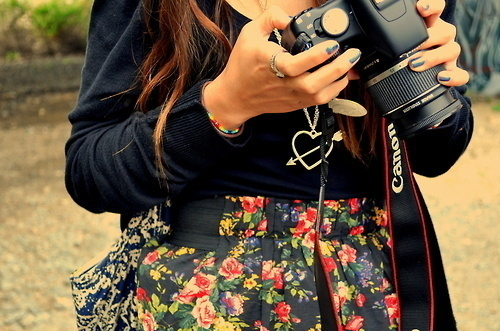 Camera-fashion-floral-girl-photography-favim.com-130914_large