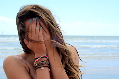 Beach-bracelets-girl-hair-nails-favim.com-131033_large