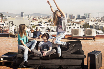 Boy,city,couch,day,freedom,girls-81a1269214a21220d63d569d9364517f_h_large
