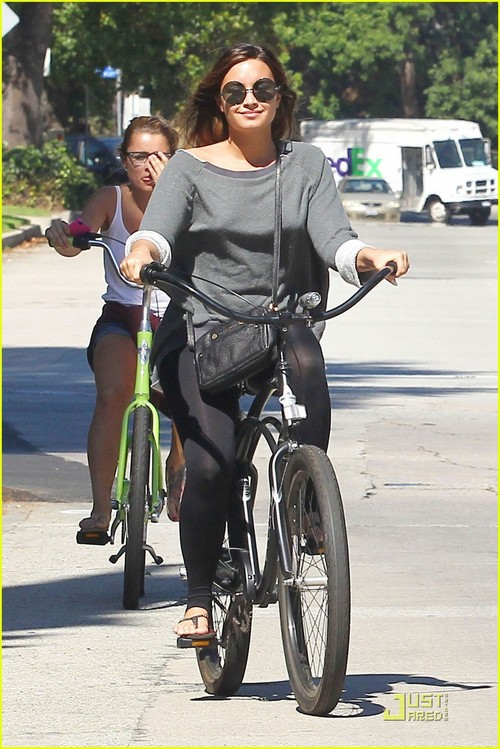 Demi Lovato - Bike-01_large
