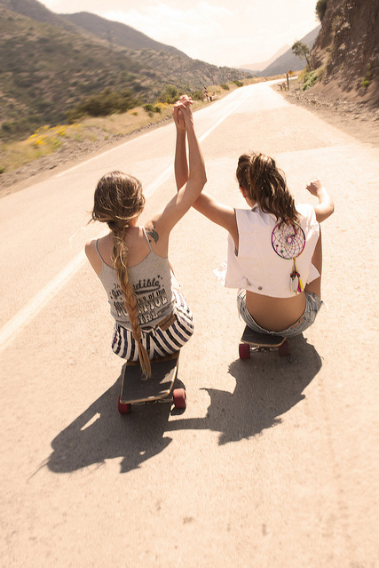 Action-cool-friends-friendship-girl-favim.com-133325_large