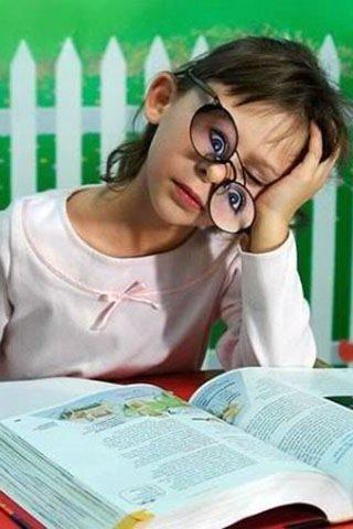 menina dormindo, óculos de olhos