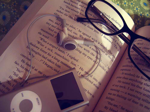 Book-eye-glasses-ipod-love-music-favim.com-134204_large