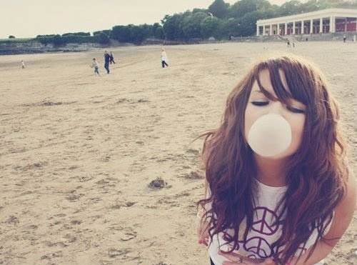 Beach-beautiful-bubble-gum-cute-girl-favim.com-125560_large