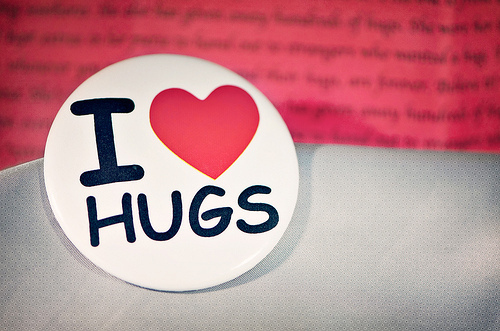Cute-heart-hugs-love-photography-favim.com-135146_large