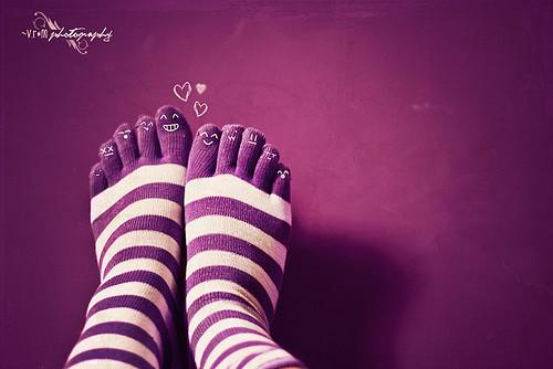Socks%2cpurple%2cstripes%2cfeet%2chappy%2cfaces%2cphotography-19b8b56aeec5c8ea86ee2f0e8af73d5c_h_large