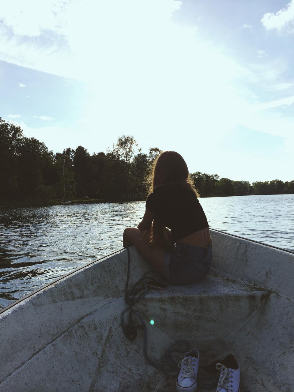 Телка в лодке 24 фотография