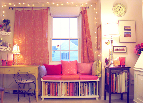 Bedroom-books-clock-cute-fairy-lights-favim.com-139964_large