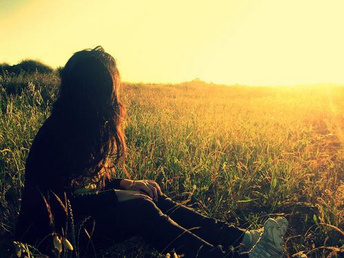 Beautiful-field-girl-light-nature-favim.com-141329_large