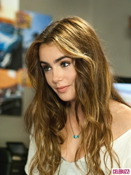 Still-abduction-lily-collins-435x580_large