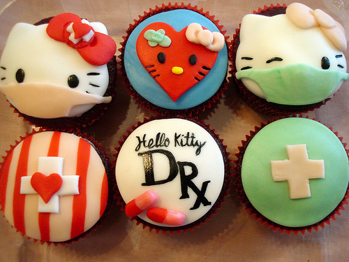Hello-kitty-doctor-cupcakes_large
